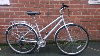 "£140 Oakland Activ, 17"" aluminium frame, 700C wheels, 21 speed, full mudguards and rack"